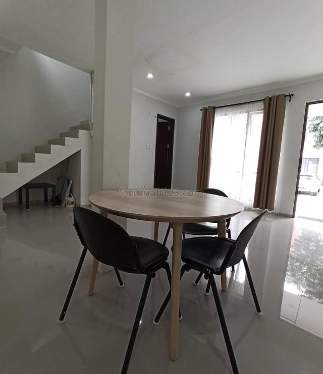 Rumah Cantik 2 Lantai Siap Huni Di Graha Raya, Graha Raya, Tangerang