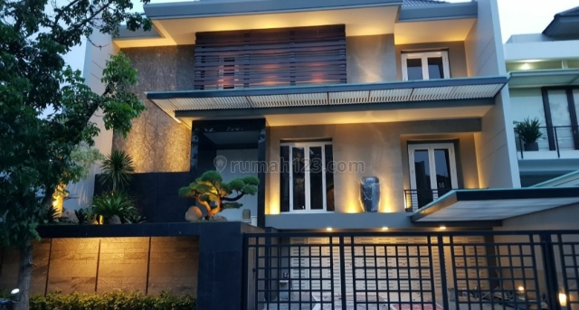 PREMIUM GRAHA FAMILY MODERN MINIMALIS! Rumah Mewah Premium High Quality Materials Lokasi Elite, Gubeng, Surabaya