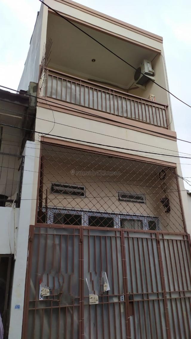 RUMAH PADEMANGAN UKU 3.86X14 LOKASI STRATEGIS 2.5 LANTAI JALAN 1 MOBIL HARGA BAGUS JARANG ADA, Pademangan, Jakarta Utara