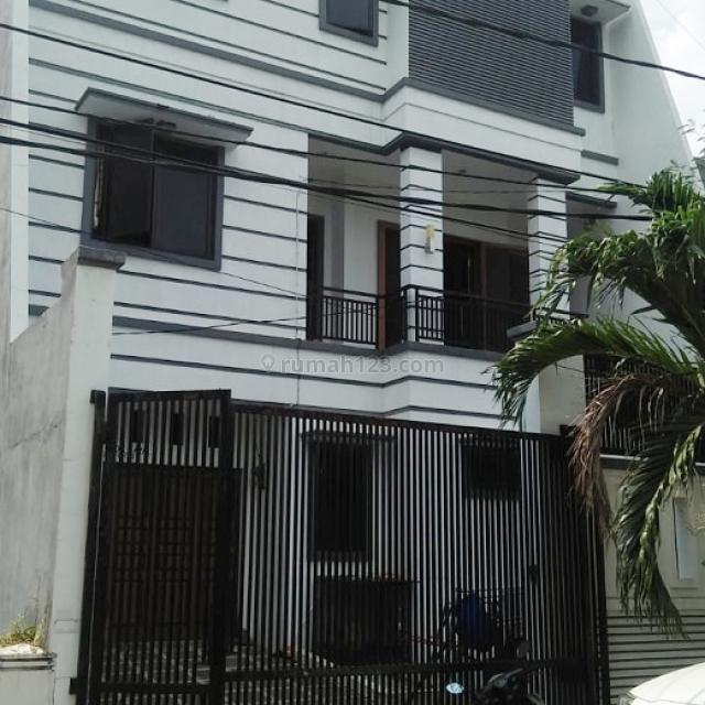Rumah mewah kelapa gading jalanan sangat lebar luas 200 m2, Hadap selatan Harga masih bisa nego, Kelapa Gading, Jakarta Utara
