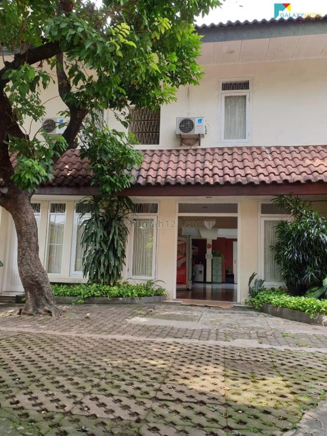 Rumah Terawat Strategis di Kawasan Gatot Soebroto, Gatot Subroto, Jakarta Selatan