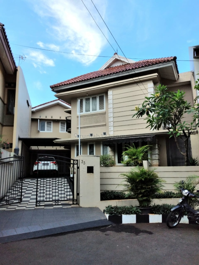 Rumah  megah dan  kokoh ,bagus dan  sangat apik dengan interior yang Ciamik sekali, Bintaro, Tangerang