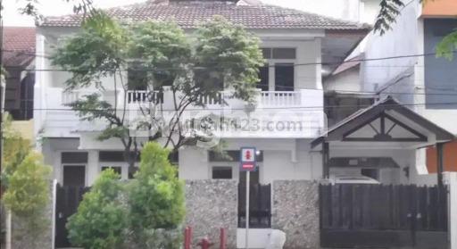 Rumah hitung tanah di cengkir timur raya, Kelapa Gading, Jakarta Utara