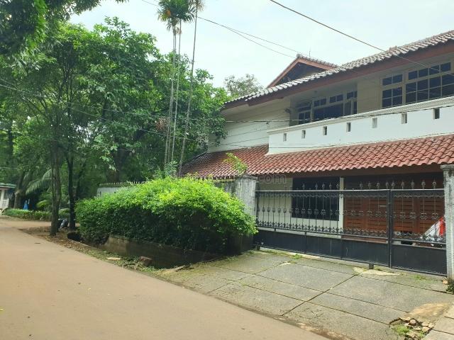 Rumah murah depan taman dekat ke sudirman, Kebayoran Baru, Jakarta Selatan