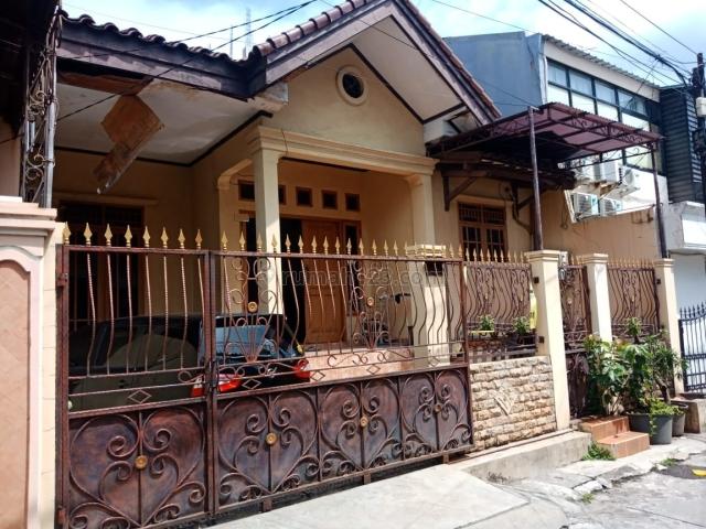 RUMAH STANDARD KELAPA GADING BCS UKU 9X15 LOKASI STRATEGIS 1.5 LT  JALAN 2 MOBIL HADAP UTARA HARGA BAGUS SEMETER HANYA 13 JT/M2, Kelapa Gading, Jakarta Utara
