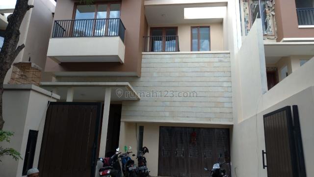 HOUSE AT KEMANG 4+1BR NICE HOUSE GOOD FURNISH AND CHEAPER PRICE, Kemang, Jakarta Selatan
