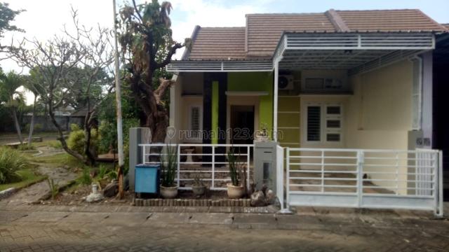 Rumah Pojok Taman Rivera Regency Rungkut, Rungkut, Surabaya