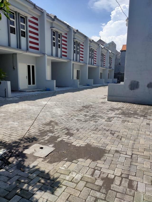 Rumah Baru Gress.  Lokasi Di Rangkah Regency Surabaya Utara, Tambaksari, Surabaya