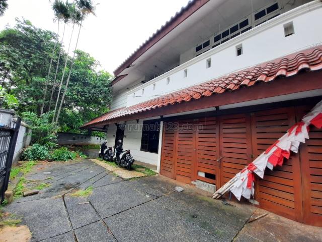 Rumah Lama Hitung Tanah di lokasi elit Kebayoran Baru, Kebayoran Baru, Jakarta Selatan