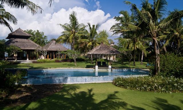 Beach Club or hotel on a very rare absolute beachfront land in Canggu, Canggu, Badung