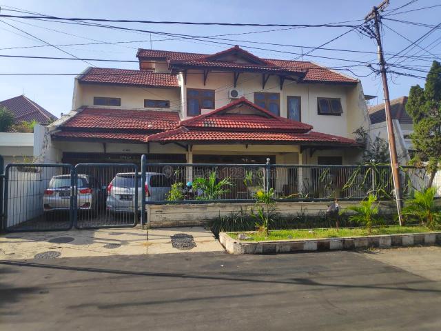 Rumah Margorejo Indah, Strategis, Terawat, Bagus, Ada Carport, Wonocolo, Surabaya