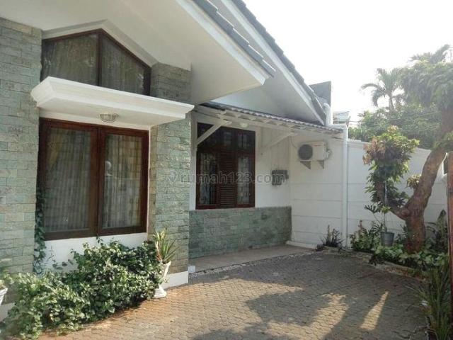 Rumah  Cantik Terawat di Jl Pekayon, Pejaten Barat, Ragunan, Jakarta Selatan