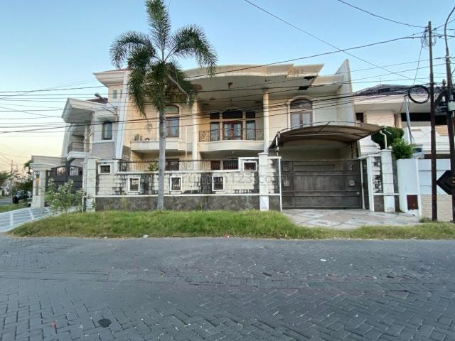 Rumah Puncak Permai Utara, Siap Huni, Lokasi Bagus, Row Jalan Sangat Lebar, Darmo permai, Surabaya
