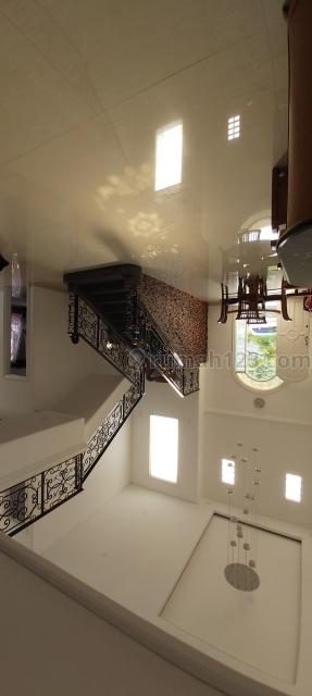 Rumah Besar Bagus Siap Huni  di Cibubur - Kota Wisata, Cibubur, Bogor