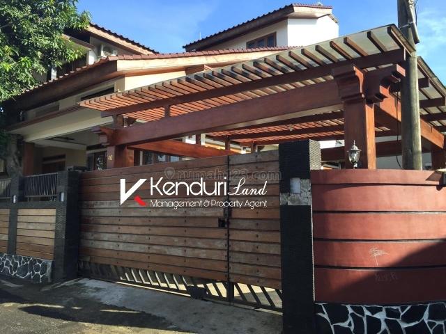Rumah Mewah dan unik akses 2 mobil lokasi strategis dekat tol, Jagakarsa, Jakarta Selatan
