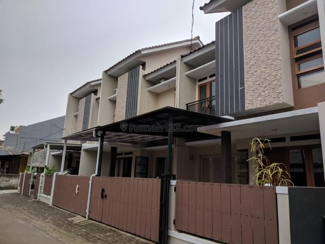 Rumah 2 Lt Mewah dan Strategis di Kahfi 1 Jagakarsa Jakarta Selatan, Jagakarsa, Jakarta Selatan
