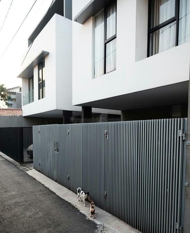 Town House Jl. Kavling Polri, Umahan Cilandak dengan view Pemandangan Asri dan Sejuk Ragunan, Cilandak, Jakarta Selatan