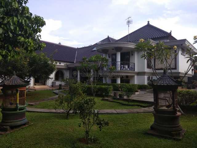 TURUN HARGA!!! rumah mewah dengan taman luas dekat jalan alternative cibubur, Jatikarya, Bekasi