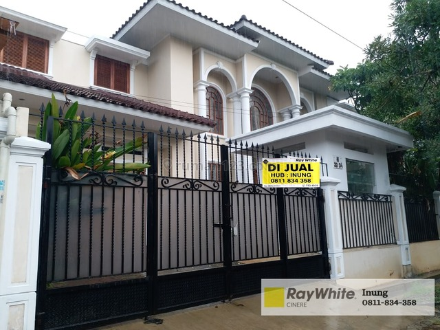 Rumah lux nan megah ini terletak di komplek Lebak Bulus Jaksel, Lebak Bulus, Jakarta Selatan