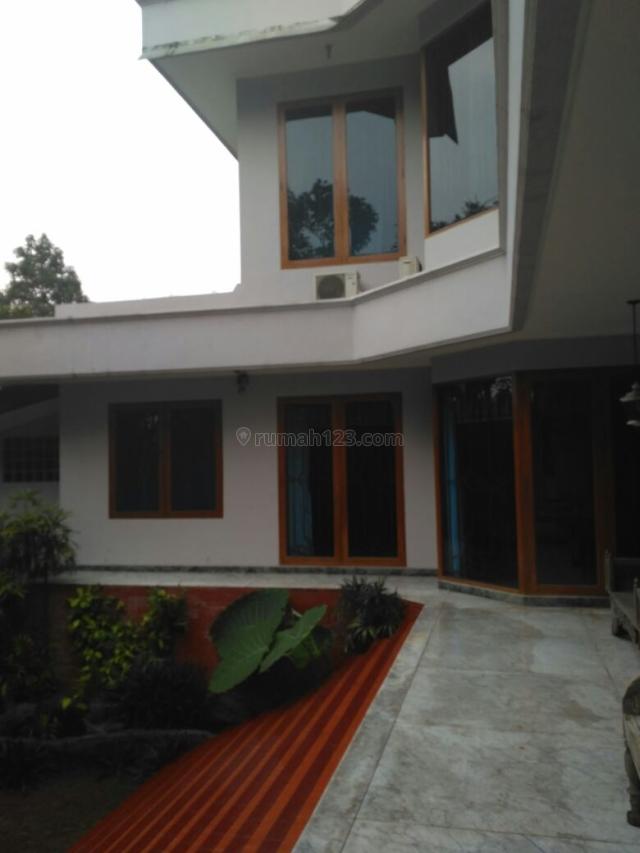 Milik Rumah 2 Lantai di lengkapi Kolam Renang di Jagakarsa, Jagakarsa, Jakarta Selatan