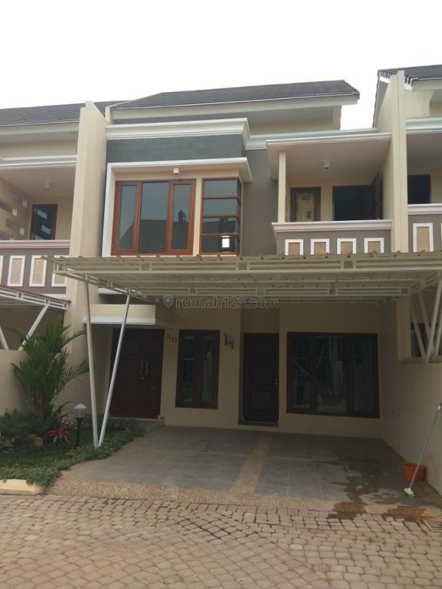 Dipasarkan Rumah 2 Lantai Megah  dan Strategis, Cipedak, Jakarta Selatan