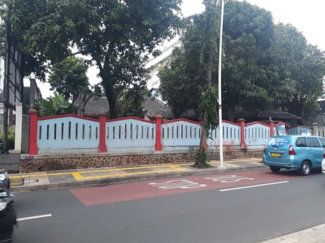 Rumah Tua dengan lahan luas, Jarang ada di kemang raya, Kemang, Jakarta Selatan