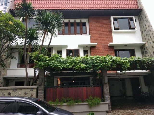 HOUSE AT PERMATA HIJAU 4LANTAI MEWAH MURAH BAGUS GOOD CONDITION (VERY CHEAP) 18,5 M FULLY FURNISH (NEGO), Kebayoran Lama, Jakarta Selatan