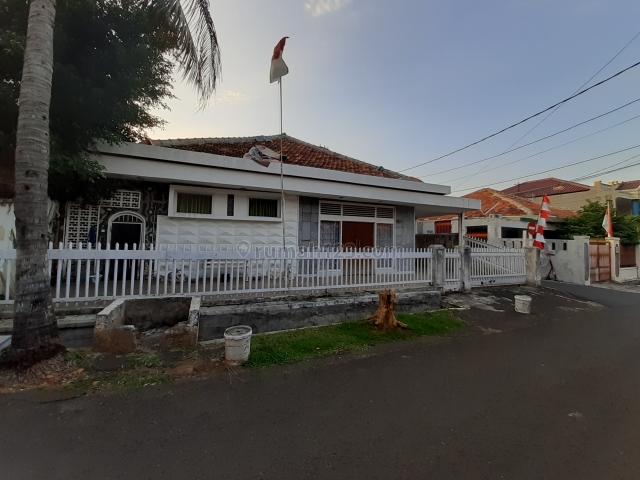 Rumah lama layak huni jalan lebar, Tebet, Jakarta Selatan