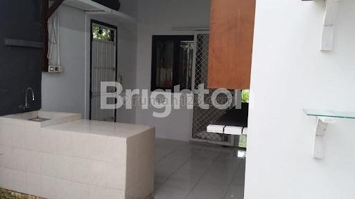 RUMAH MINIMALIS MODERN ONE GATE SYSTEM KEROBOKAN, Kerobokan, Badung