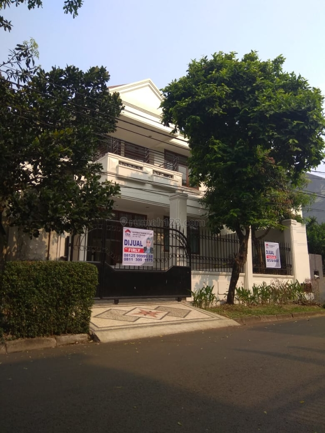 WTS HOUSE AT PONDOK INDAH 4BR LB 430SQM LT 301 SQM IDR 12.5 M NEGOITABLE GOOD LOCATION, Pondok Indah, Jakarta Selatan