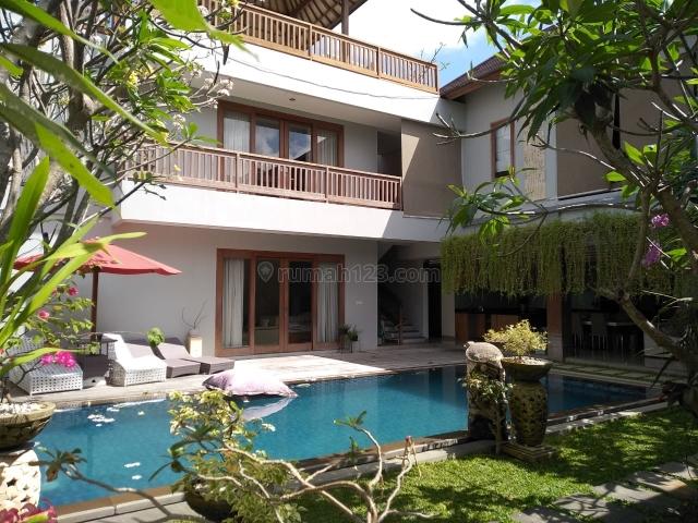 Luxury 3 Bedroom Villa Walking Distance to Berawa Beach, Canggu, Badung