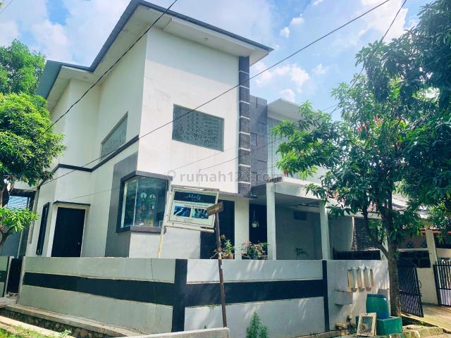 Rumah Hoek Ada Kolam Renang Dekat Mall Grand Kamalalagon Galaxy Bekasi, Bekasi Barat, Bekasi