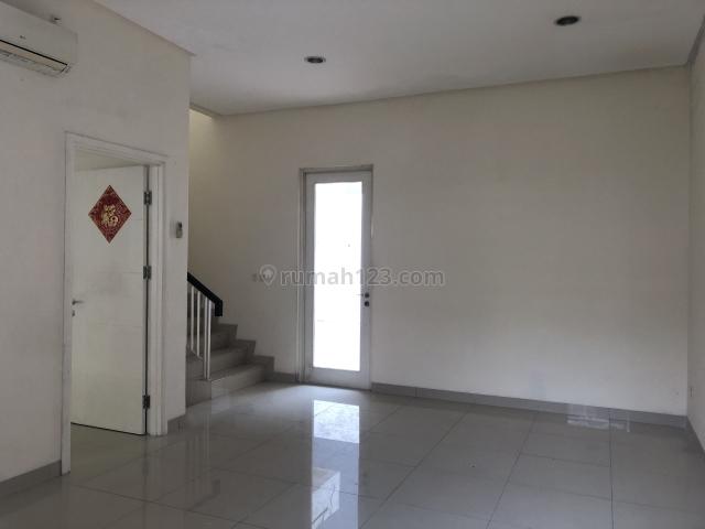 Rumah di greenlakecity,cluster Amerika,Uk.8x18m,AC 4,Harga:60 jt/thn, Green Lake City, Jakarta Barat