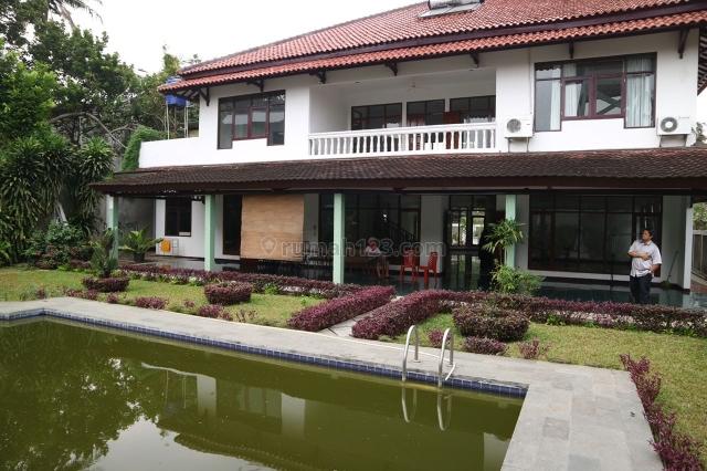Rumah Villa di Pejaten Barat, Jakarta Selatan ~ Suasana Asri, Pejaten, Jakarta Selatan