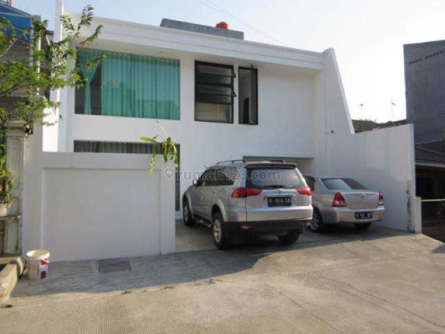 Bangunan baru 2.5 Lantai rumah di kelapa gading lokasi strategies, Kelapa Gading, Jakarta Utara