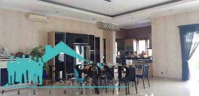 MENGEJUTKAN! RUMAH SEMI FURNISH 2 LANTAI MEWAH ADA KOLAM BERENANG SERTIFIKAT HAK MILIK HARGA NEGO DIWILAYAH LEUWI PANJANG, Leuwi Panjang, Bandung