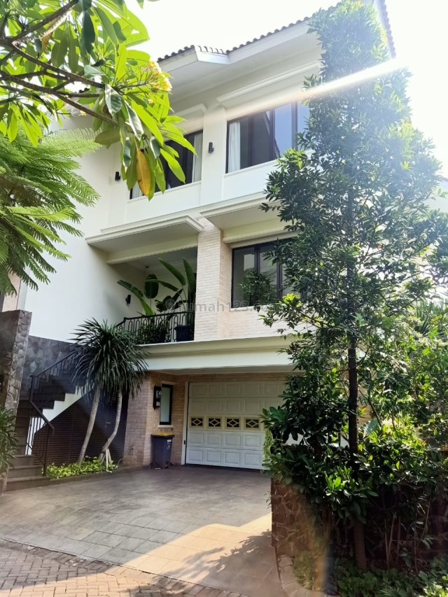 Beautiful house in Compound 24 jam Security ~ quite area no, Kemang, Jakarta Selatan
