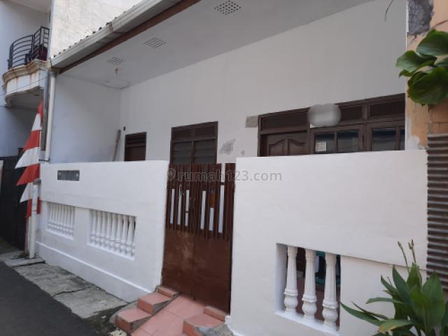rumah reno, bersih dan siap pakai, Tanjung Duren, Jakarta Barat