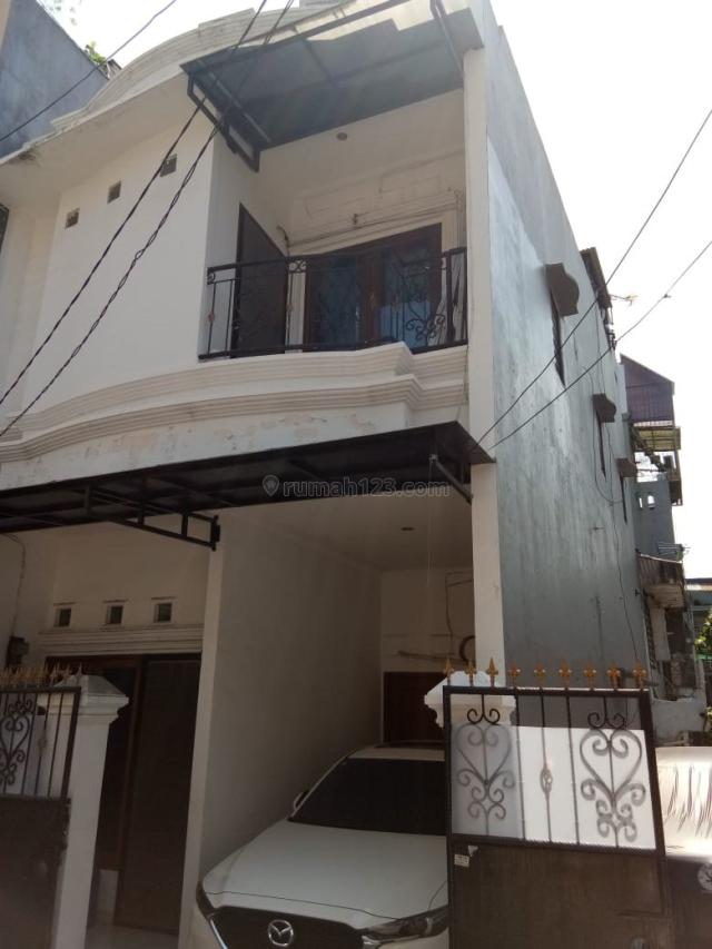 Pademangan  rumah 2 lt ada garasi mobil, harga terjangkau, Pademangan, Jakarta Utara