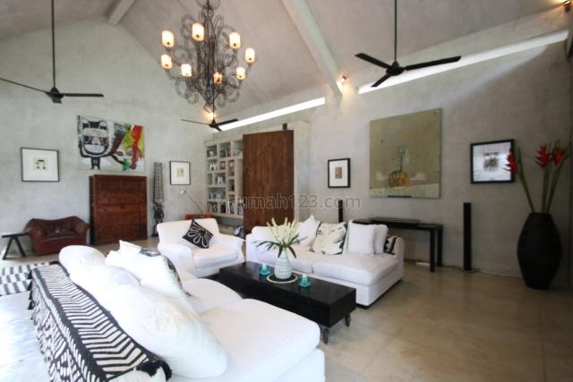 Luxury Freehold Villa with Big Garden and Jungle view , only 1km to Pererenan beach and 5 minutes to Echo Beach / Batu Bolong beach in Pererenan Canggu,Kuta Utara,Badung Bali, Pererenan, Badung