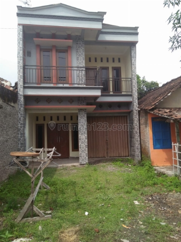 Rumah newah 2 lantai, Baru siap huni, harga terjangkau di Solo Baru Surakarta, Solo Baru, Surakarta