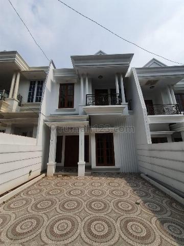 Rumah Mewah Megah Siap Huni Dekat Stasiun Lenteng Agung Jagakarsa, Jagakarsa, Jakarta Selatan