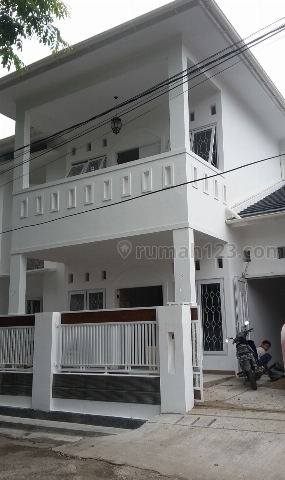 Rumah Minimalis bisa untuk mess karyawan, Tebet, Jakarta Selatan