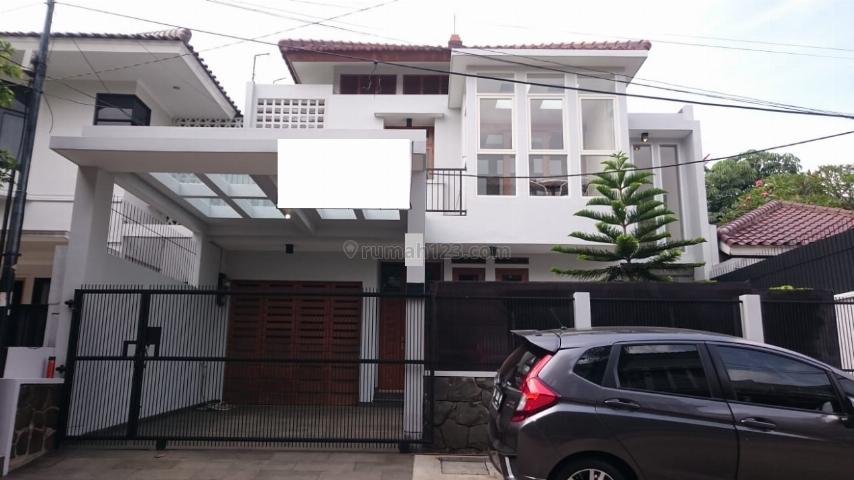 Rumah Modern di Lebak Bulus, Lebak Bulus, Jakarta Selatan