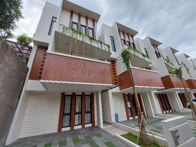 Rumah Modern Tropis Cocok Untuk Pasangan Muda di Cilandak, Cilandak, Jakarta Selatan