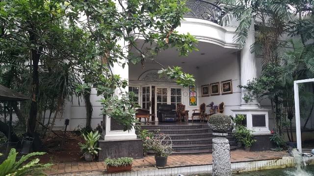 Rumah mewah posisi hook jl boulevard dgn hrg di bwh pasaran pondok Indah Jaksel, Pondok Indah, Jakarta Selatan