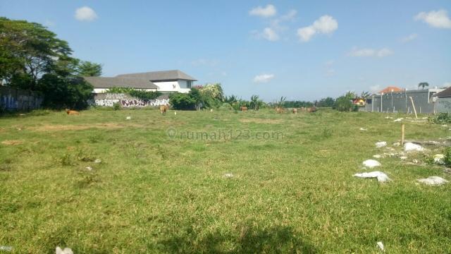 Tanah:2080m2 super murah siap Bangun Di jln utama pantai Batu Bolong Canggu Badung Bali, Canggu, Badung