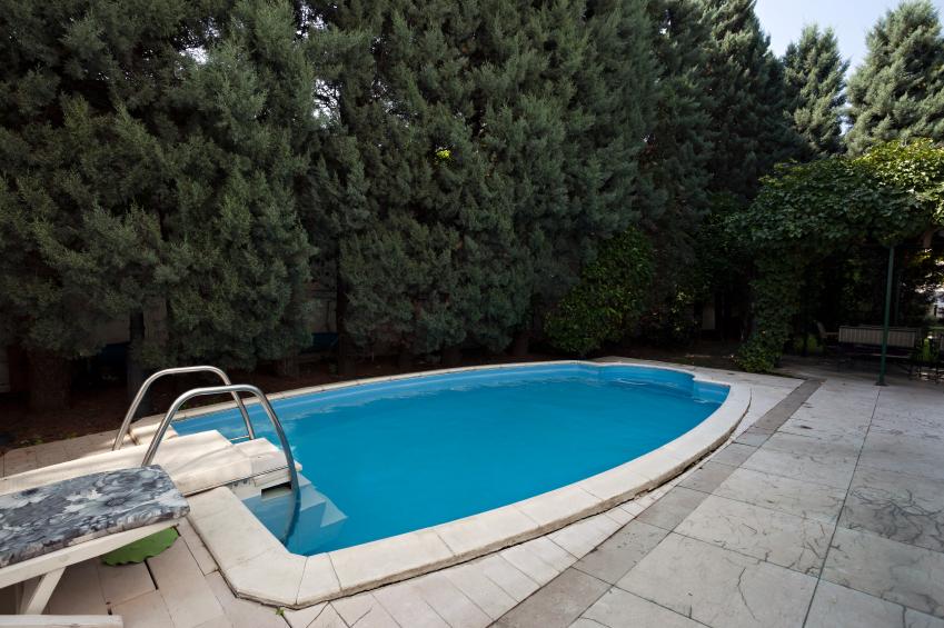 membuat kolam renang di rumah minimalis