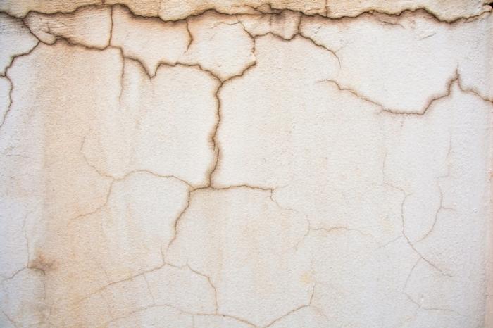 dinding retak