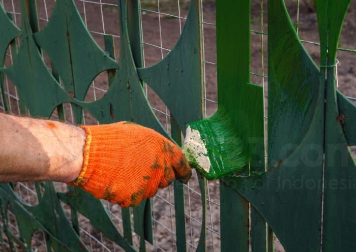Kombinasi Warna Cat Pagar Besi  cat oke untuk material baja di rumah gini rupanya